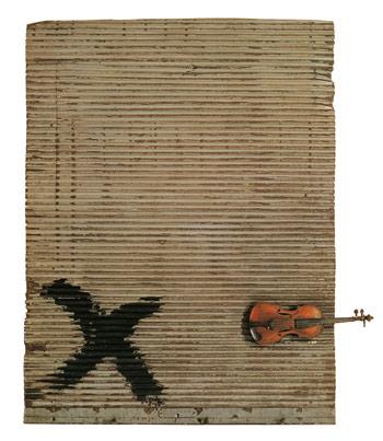 Antoni Tàpies, Porta metàl·lica i violí, 1956 © Fundació Antoni Tàpies, Barcelona / Vegap. De la fotografia: © Gasull Fotografia, 2013