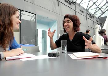 Fig. 2: Imatge de la reunió amb Eva Quintas de Culture pour Tous