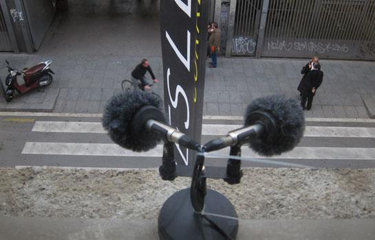 Micrófono de RedesLab en la fachada del Centre de Cultura Contemporània de Barcelona