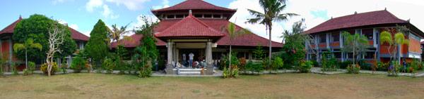 Edificis del campus de l'SMKI a Sukawati, Bali© Jordi Casadevall