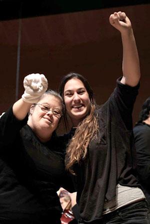 Noves amistats, nous vincles, treball cooperatiu, la força del grup, els aprenentatges compartits en els processos compartits... aquesta foto és a l'escenari de la Sala Pau Casals de l'Auditori de Barcelona, abans de la posada en escena del projecte Orquestra Integrada 2016.